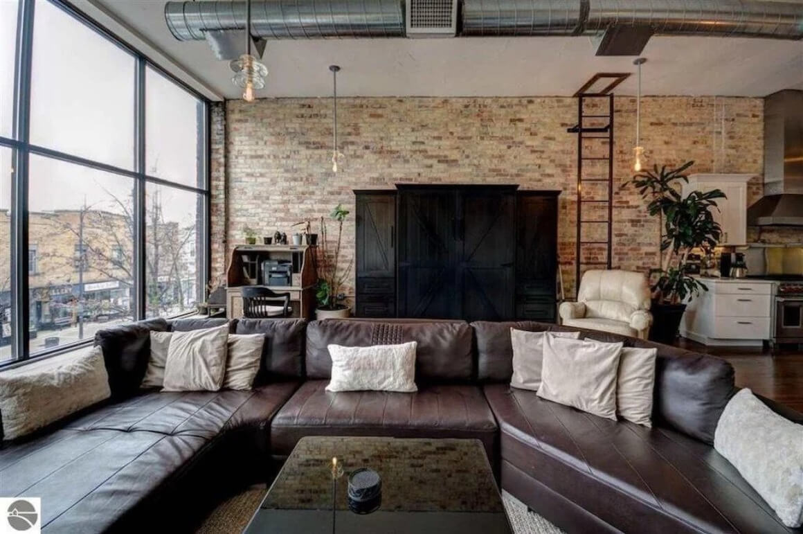 Huge Loft Apartment in Downtown