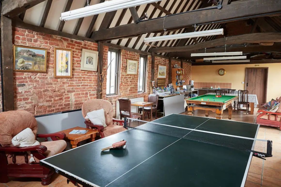 Spacious farmhouse near Norwich with garden and game room