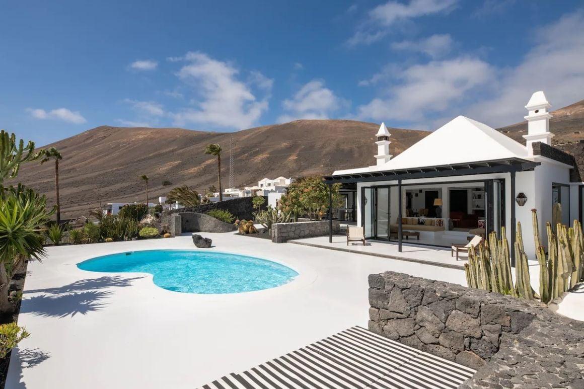 Spectacular villa overlooking Puerto Calero