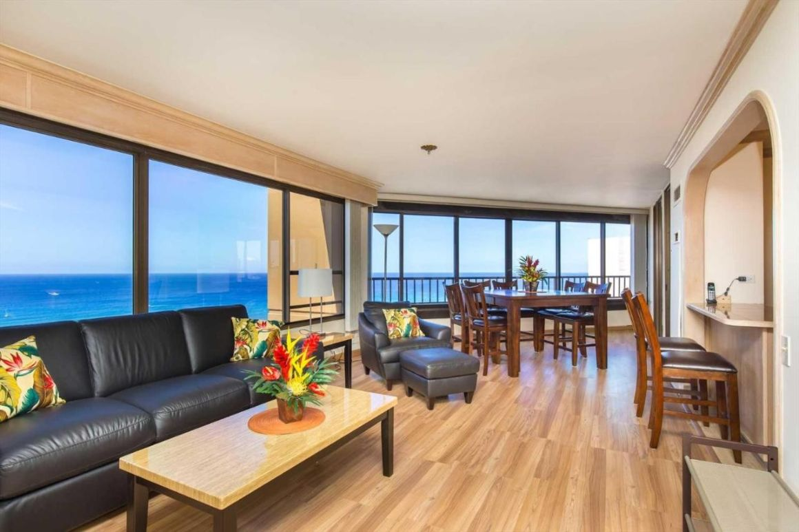 2 Bed Condo with Panoramic Ocean Views