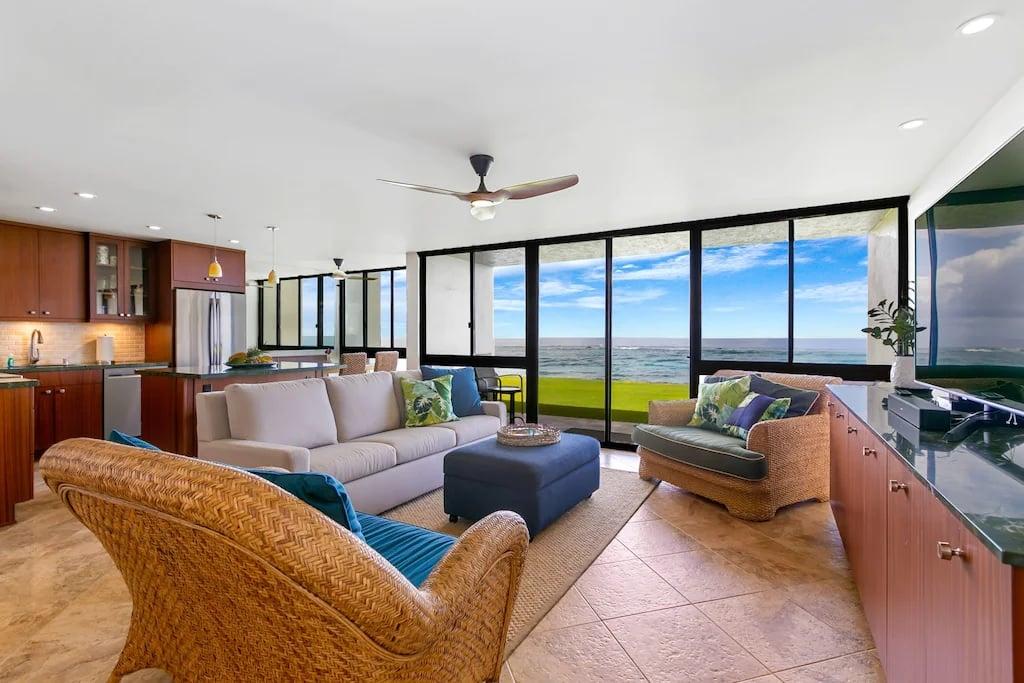 2 Bed Condo with Tropical Theme Kauai