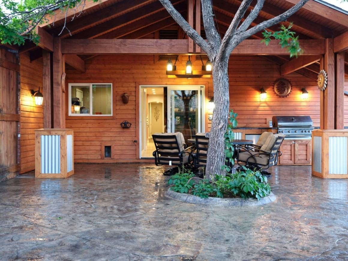 Beautiful 8 Bed Cabin with Mountain Views