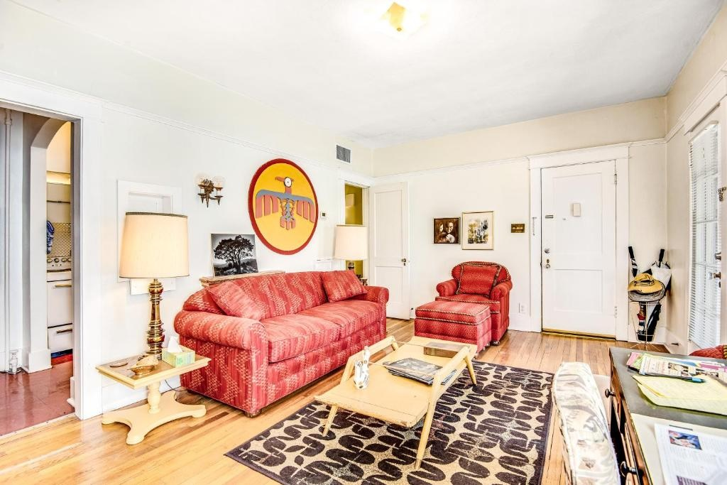 Bright and Spacious 1 Bed ApartmentPhoenix