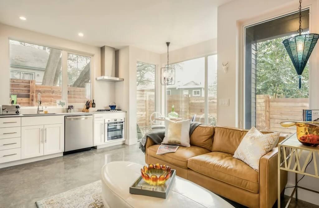 Contemporary Guest House Austin