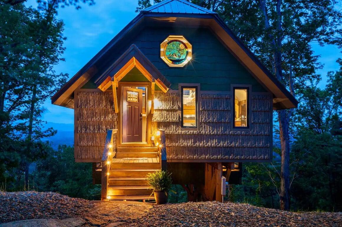 Fairy-Tale Treehouse Loft for 4