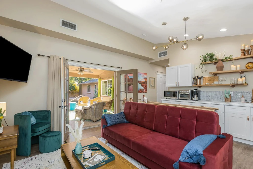 Funky 1 Bed House with Pool Phoenix