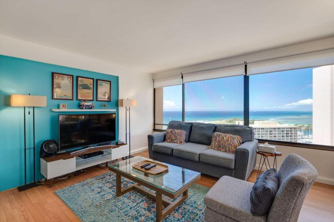 High-Rise 1 Bed Condo with Ocean Views
