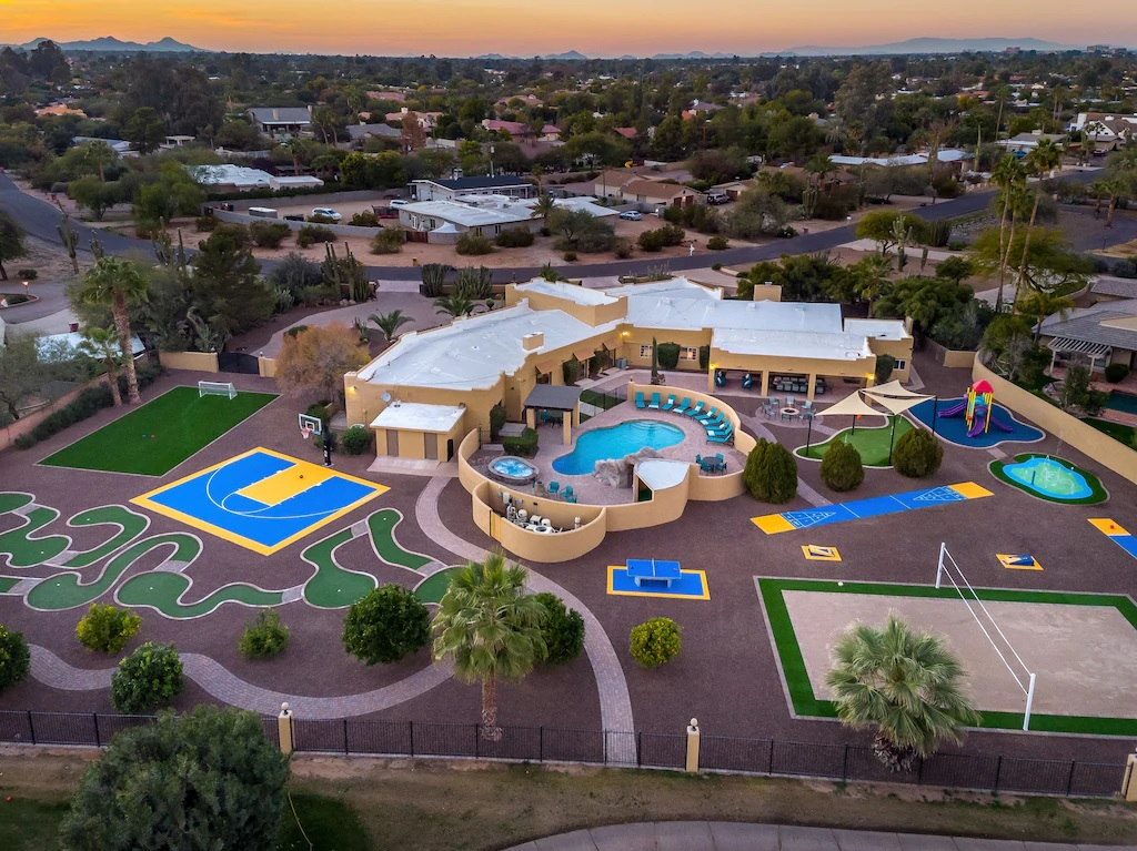 Luxury 6 Bed Estate with Games and Pools Phoenix