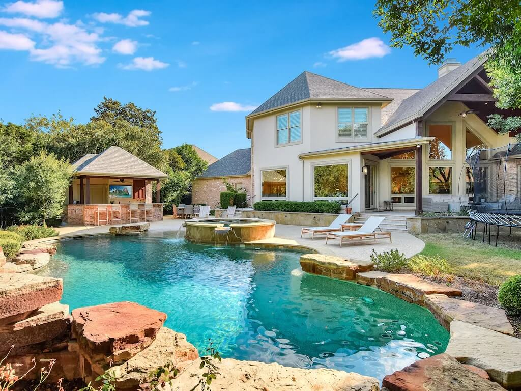 Luxury Home with Pool and Outdoor Kitchen Bar Austin