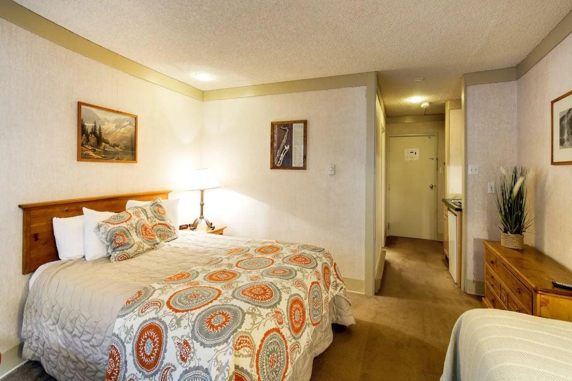 Private room near the ski area restaurants and bars Telluride