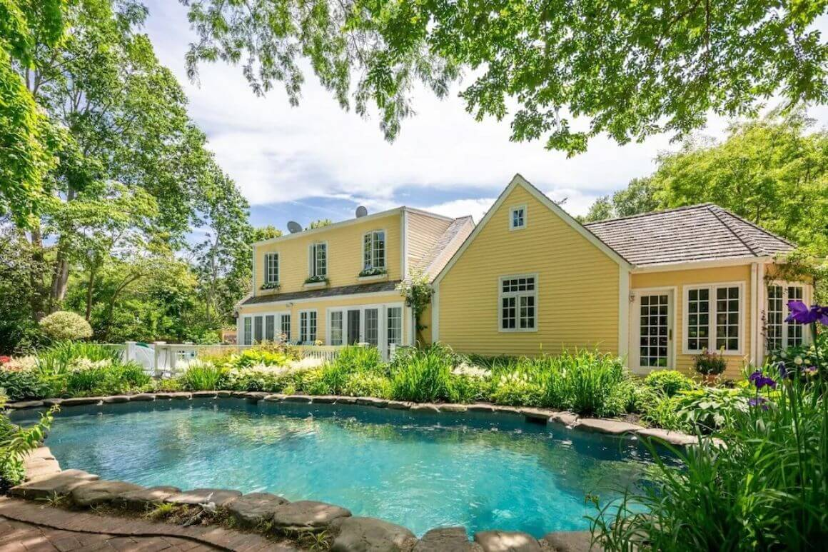 Quaint 3 Bed Manor House with Manicured Garden The Hamptons