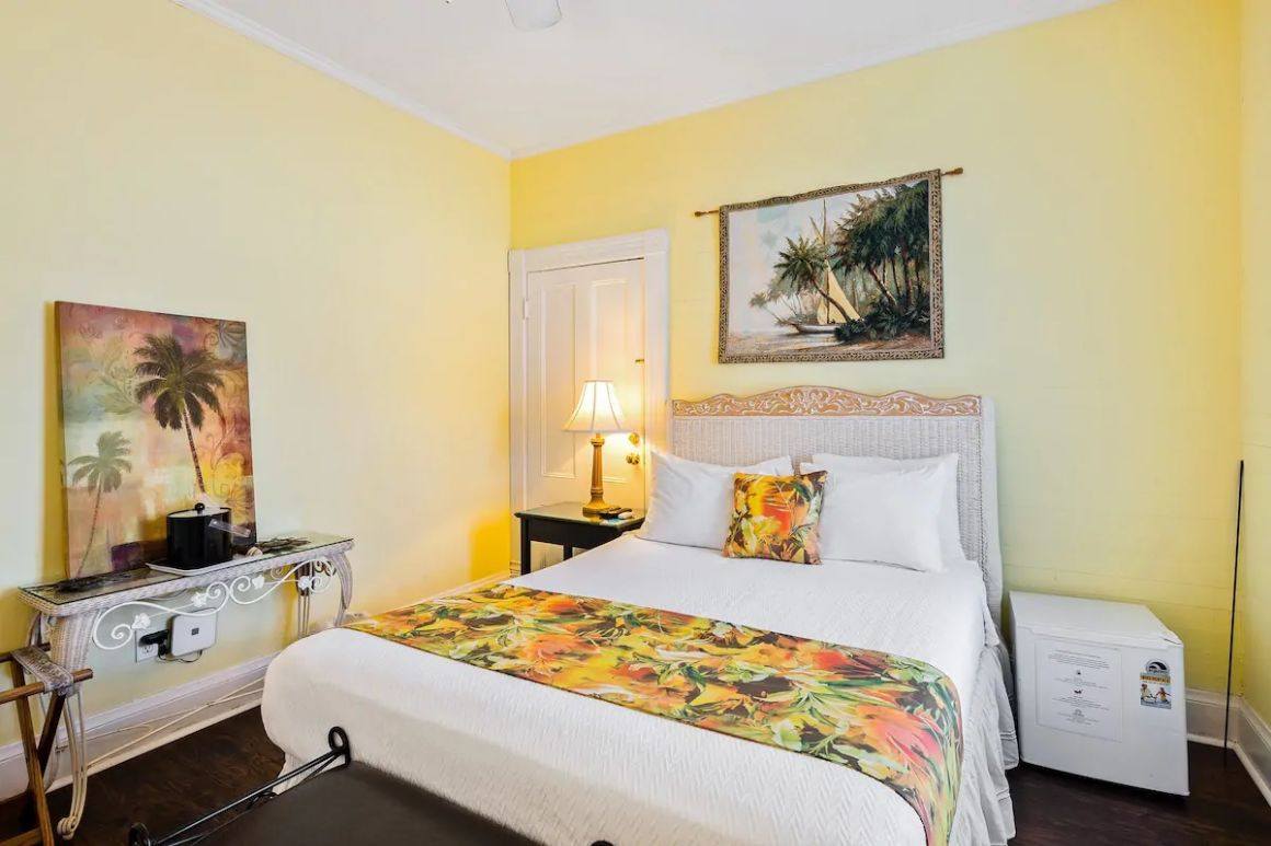 Room in historic bed and breakfast with pool Key West