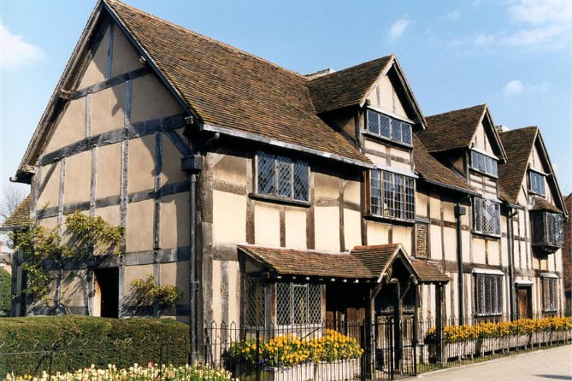 Stratford-Upon-Avon and Warwick Castle Day Trip