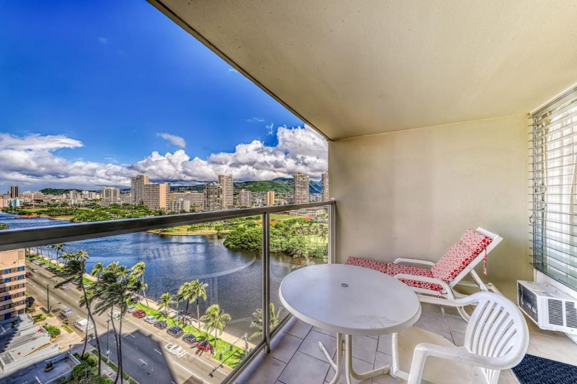 Sunny 1 Bed Condo with Canal Views