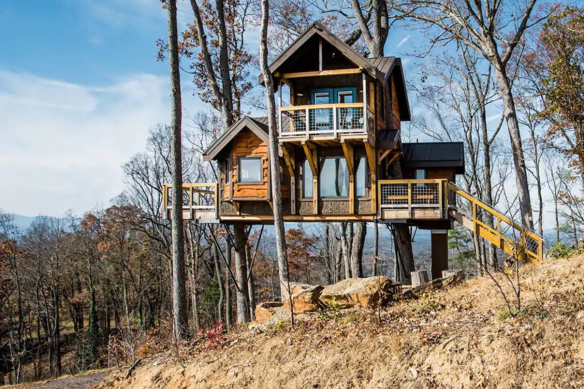 Whimsical and Secluded Treehouse Cabin