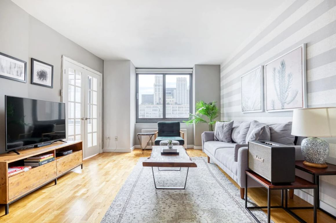 Bright 2 Bed Apartment with City Views