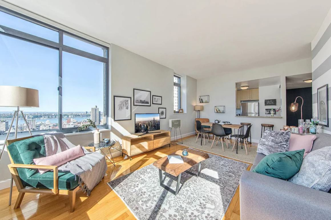 Gorgeous 1 Bed Apartment with View and Pool