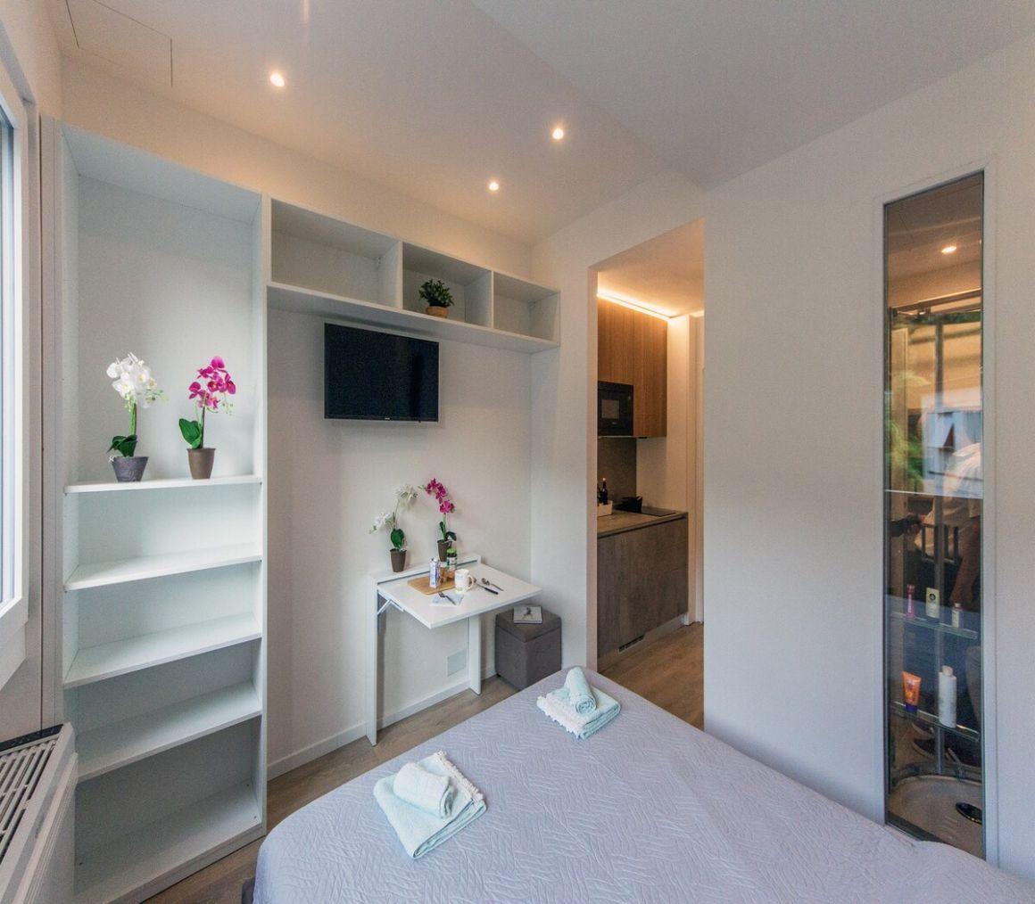 Small studio with shared beach access Lake Garda