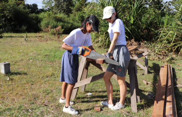 Volunteer Building Cambodia